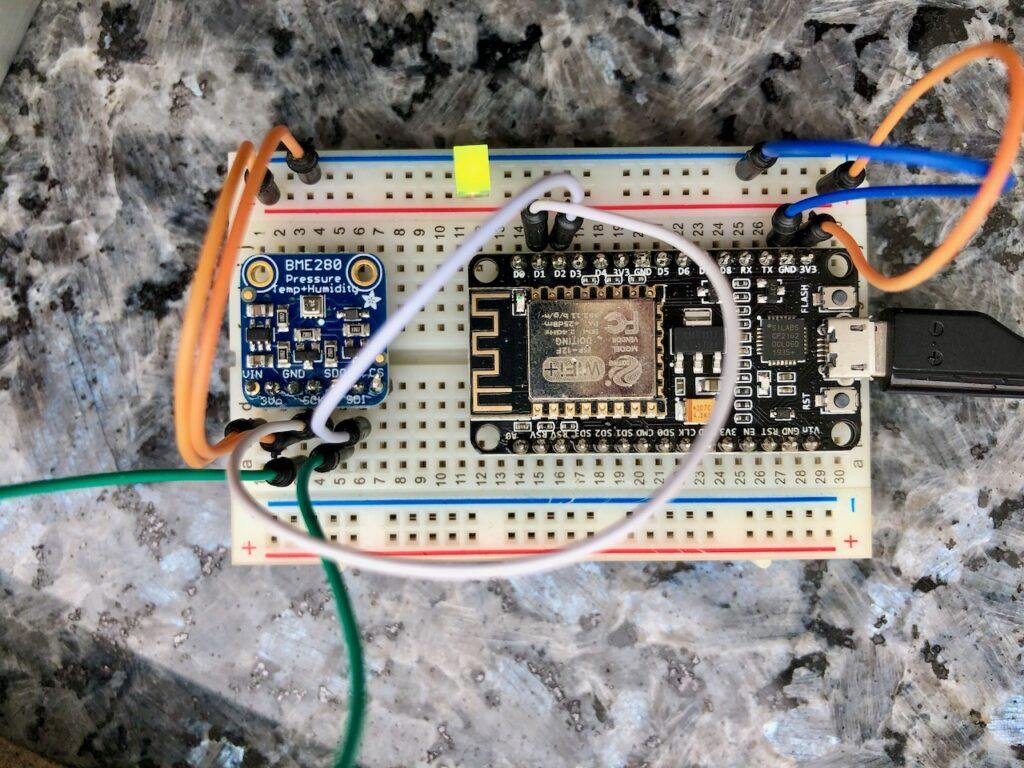 Hier sieht man die Verbindungen zwischen ESP8622 und BME280